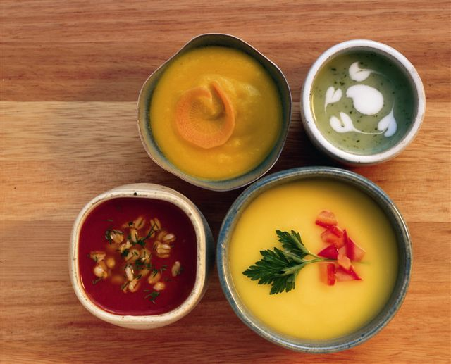sopas-cenoura-com-laranja-espinafre-com-cogumelos-batata-baroa-com-salsa-de-tomate-e-tomate-com-aneto