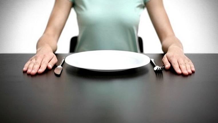 Como perder o peso durante 5 dias em condições de casa do exercício