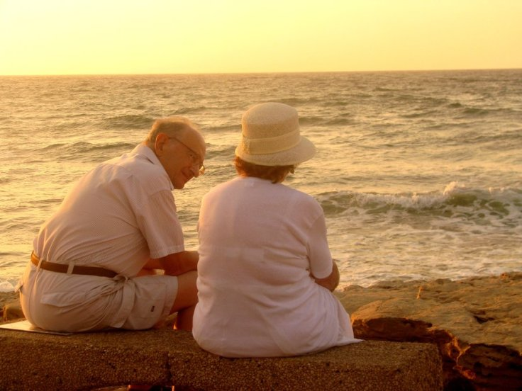 old_couple_on_the_beach_by_ephemeral_spell-d2yeyzs