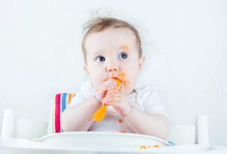 bebe-comer-sozinho