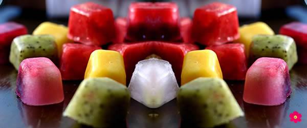 água-aromatizada-cubos-de-frutas-geladas